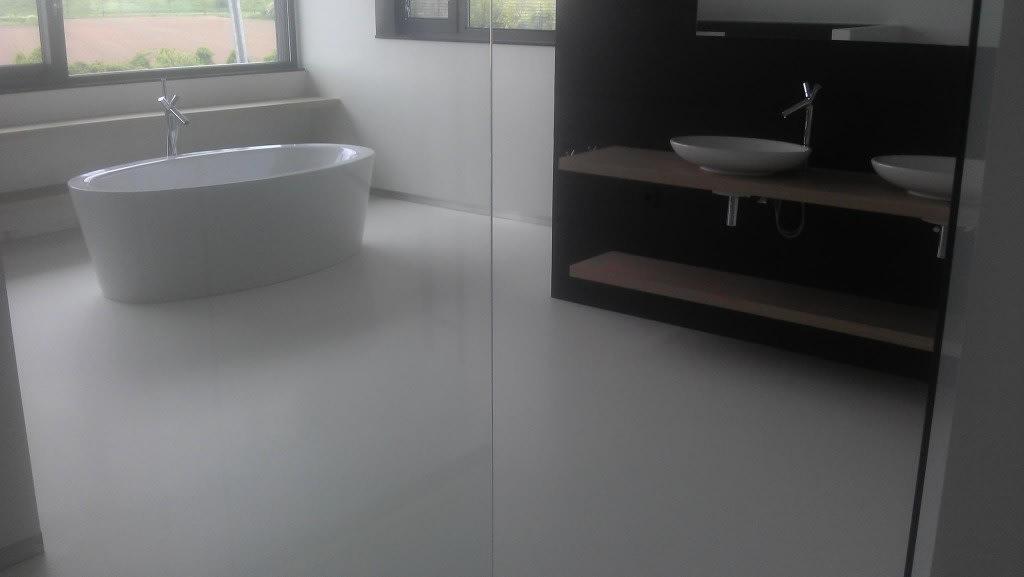 Gietvloer badkamer Nijmegen - Van Tol Vloeren